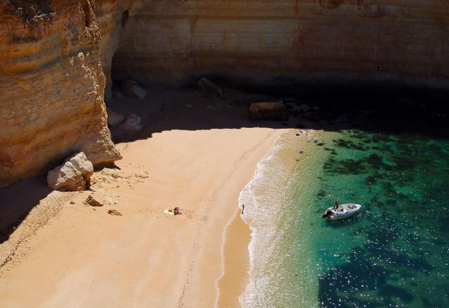Beach of Sra. da Rocha, Algarve.