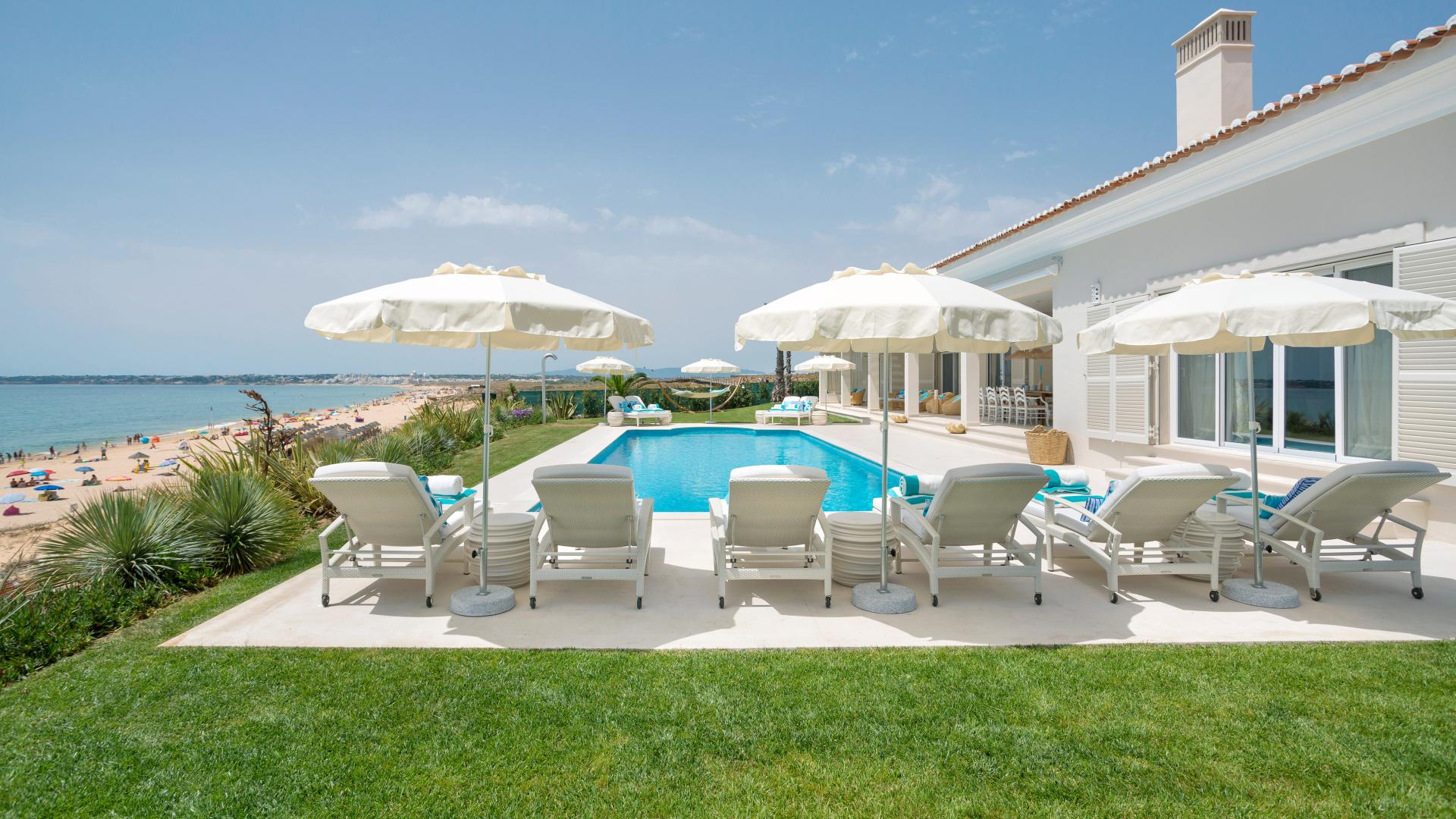 VILLA HIBISCUS BEACH HOUSE - luxury villas in the Algarve